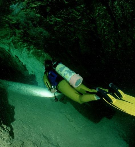cave-diving-550